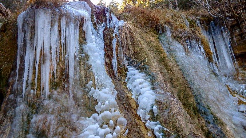 Paseo invernal por el sendero local SL TE 10 desde Cedrillas hasta el nacimiento del río Mijjares.